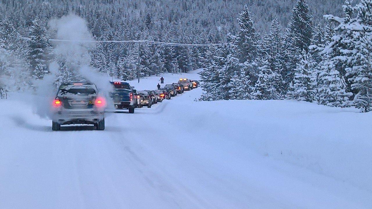 In colonne door de sneeuw | Team Tundra | Liefdadigheidsinstelling | Navigate North