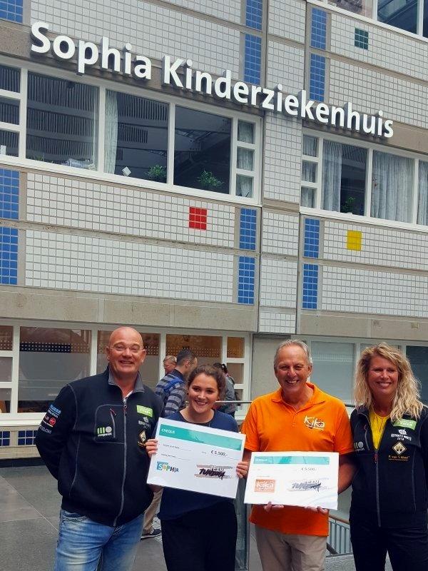 Donatie KiKa en Vrienden van het Sophia door Team Tundra