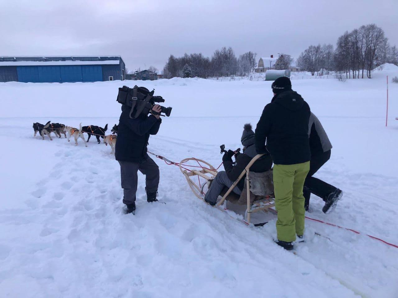 Dag 3 navigate North | Filmploeg bij de hondensledes